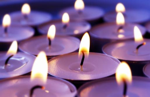 Saturated Color「Burning violett candles background」:スマホ壁紙(17)
