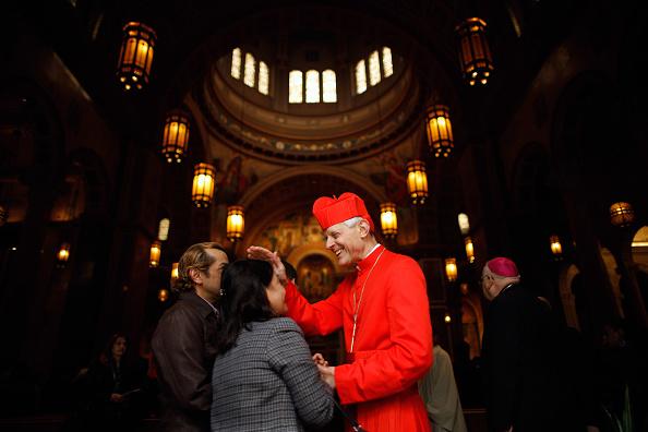 Entering「Catholics Hold Way Of The Cross Procession」:写真・画像(14)[壁紙.com]