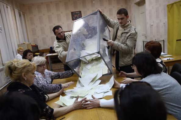 Simferopol「Crimea Goes To The Polls In Crucial Referendum」:写真・画像(17)[壁紙.com]