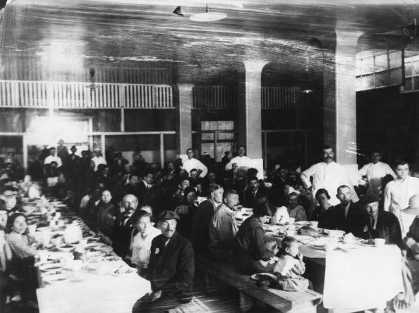 Dining Room「Immigrants Eating」:写真・画像(11)[壁紙.com]