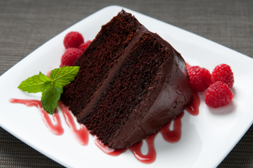 Part Of「Layered Chocolate Cake with Frosting, Raspberries, Sauce and Mint」:スマホ壁紙(16)