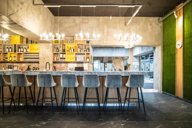 Bar Stools in Modern restaurant:スマホ壁紙(壁紙.com)