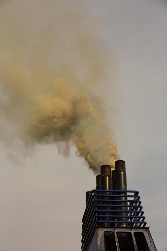 Ijmuiden「Emissions from a ferry burning marine diesel」:スマホ壁紙(17)