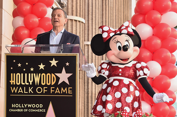 ミニーマウス「Disney's Minnie Mouse Celebrates Her 90th Anniversary With Star On The Hollywood Walk Of Fame」:写真・画像(6)[壁紙.com]