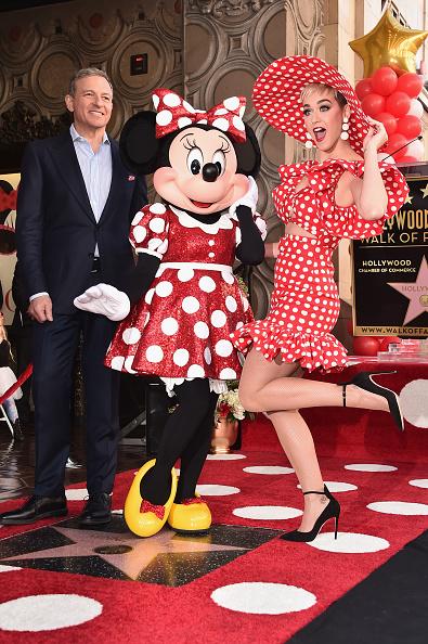 ミニーマウス「Disney's Minnie Mouse Celebrates Her 90th Anniversary With Star On The Hollywood Walk Of Fame」:写真・画像(17)[壁紙.com]