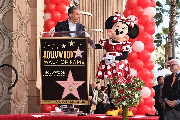 ミニーマウス「Disney's Minnie Mouse Celebrates Her 90th Anniversary With Star On The Hollywood Walk Of Fame」:写真・画像(0)[壁紙.com]