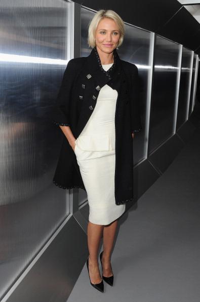 Pencil Dress「Chanel: Front Row - Paris Fashion Week Haute Couture S/S 2012」:写真・画像(12)[壁紙.com]