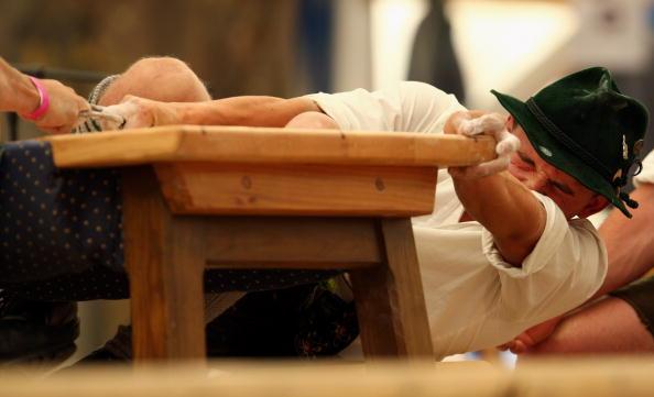 Garmisch-Partenkirchen「Traditional German 'Fingerhakeln' Championships」:写真・画像(11)[壁紙.com]