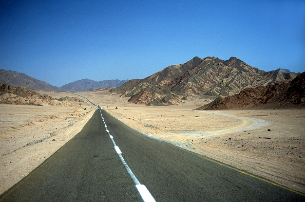 Arid Climate「Road through the desert, Sinai Peninsula, Egypt」:写真・画像(14)[壁紙.com]