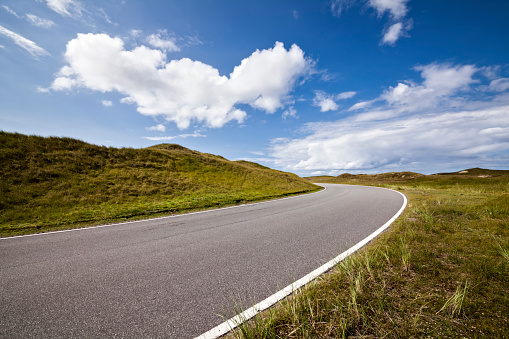 Empty Road「Road through the dunes」:スマホ壁紙(16)