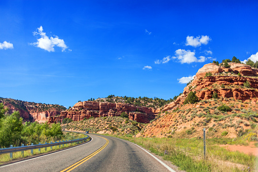 National Park「Road through the mountains in Utah, USA」:スマホ壁紙(7)