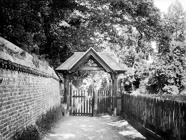 Brick Wall「Lych Gate Of St Andrews Church,」:写真・画像(3)[壁紙.com]