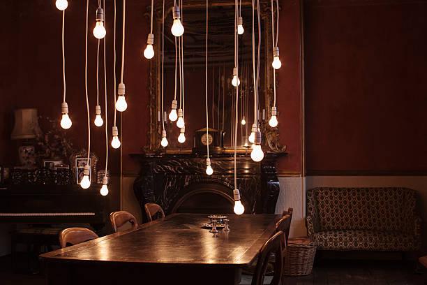 Dining room with hanging lightbulbs:スマホ壁紙(壁紙.com)