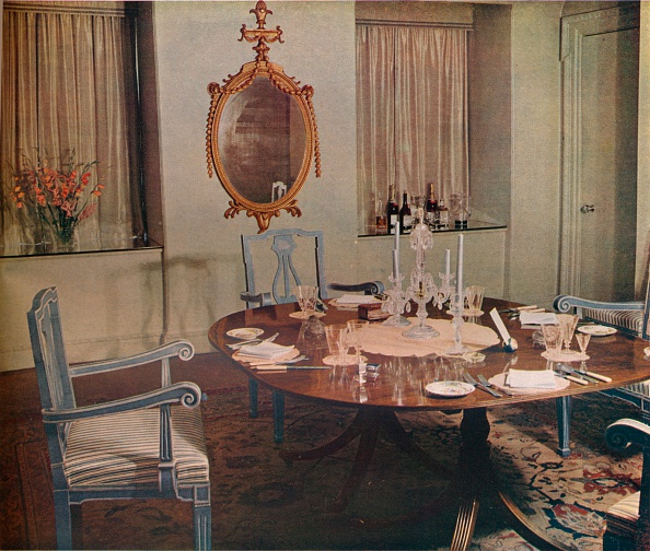 Glass - Material「Dining room of the flat designed by Herman Schryver in Grosvenor Square, London, 1936.」:写真・画像(16)[壁紙.com]