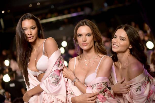 Victoria's Secret「2017 Victoria's Secret Fashion Show In Shanghai - Hair & Makeup」:写真・画像(16)[壁紙.com]