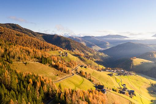 Alto Adige - Italy「Autumn colour in the Val Dal Carga in the Dolomites, Italy.」:スマホ壁紙(17)