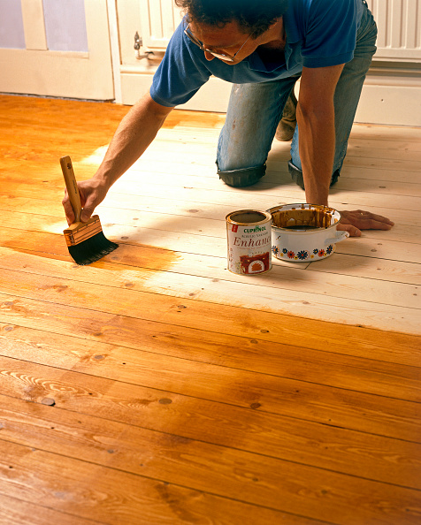 Construction Material「Natural floor being varnished with a paintbrush」:写真・画像(11)[壁紙.com]