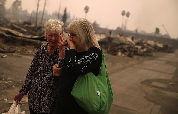 カリフォルニア州「Multiple Wildfires Destroy Homes, Threaten California Wine Country」:写真・画像(6)[壁紙.com]