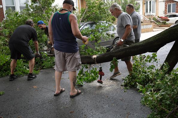 Torrential Rain「Tropical Storm Isaias Hits New York City Bringing Heavy Wind And Rain」:写真・画像(17)[壁紙.com]
