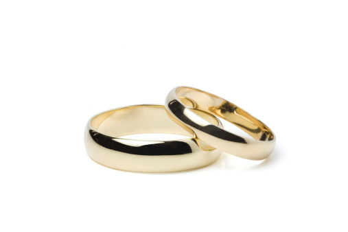 結婚「ゴールドのウェディングリング(クリッピングパス」:スマホ壁紙(4)