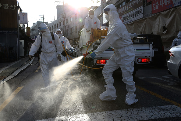 South Korea「Workers Disinfect Seoul Streets Following Chuseok Holiday」:写真・画像(4)[壁紙.com]
