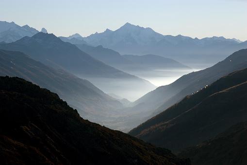 European Alps「Mountain Valley with Fog」:スマホ壁紙(8)
