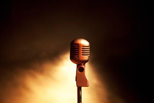 Singing「Retro microphone」:スマホ壁紙(14)