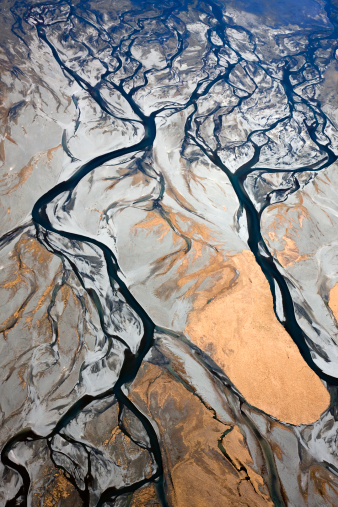 Mt Cook「Aerial of braided, glacial river channels flowing into other where Godley River joins Lake Tekapo, Southern Alps, New Zealand」:スマホ壁紙(2)