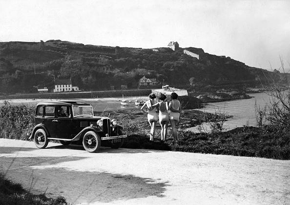 水着「1932 Standard Little Nine saloon at Royal Bay, Jersey」:写真・画像(14)[壁紙.com]