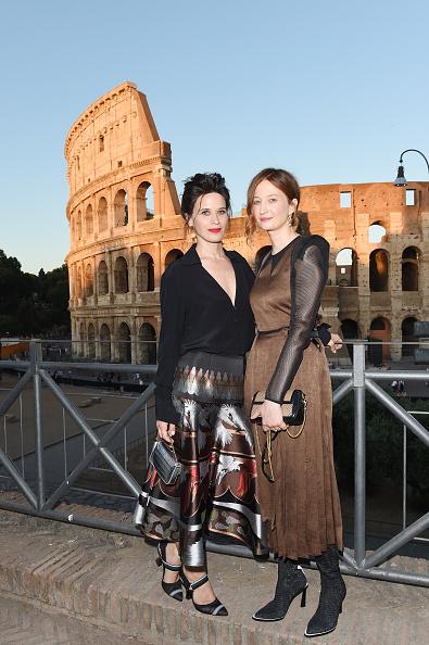 Round Neckline「Fendi Couture Fall Winter 2019/2020 - Cocktail」:写真・画像(17)[壁紙.com]