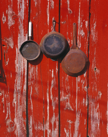 Griddle「Rusty Pans, Cowboy Skillets, Red Painted, Weathered Barn Wall, Cooking」:スマホ壁紙(18)