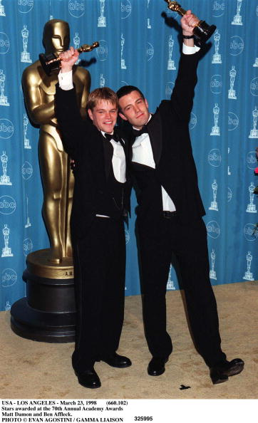 Academy Awards「Ben Affleck And Matt Damon Pose In The Press Room With Their Best Scr」:写真・画像(14)[壁紙.com]