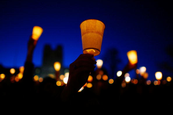Candlelight「Virginia Tech Community Mourns Day After Deadliest U.S. Shooting」:写真・画像(3)[壁紙.com]