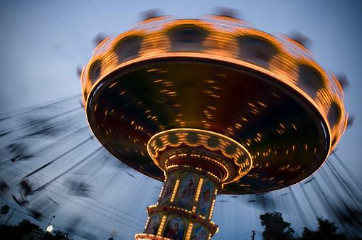 Spinning「Spinning Carousel at Dusk」:スマホ壁紙(11)