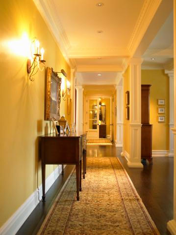 Side View「Sideboard and carpet runner in corridor」:スマホ壁紙(14)