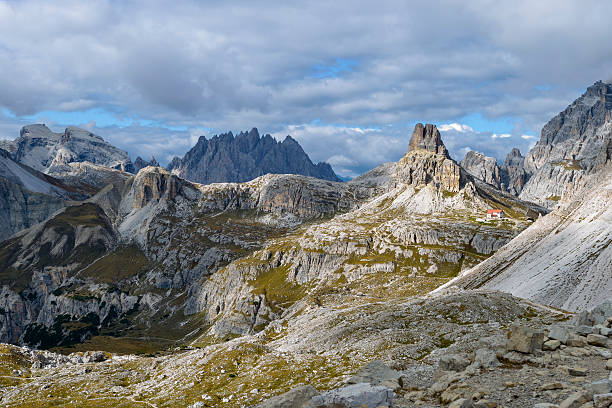 Italy, Veneto, Dolomites, Mountain scenery at the Tre Cime di Lavaredo area:スマホ壁紙(壁紙.com)