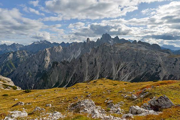Italy, Veneto, Dolomites, Mountain scenery at the Tre Cime di Lavaredo area:スマホ壁紙(壁紙.com)