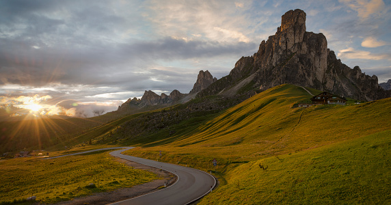 Veneto「Italy, Veneto, Province of Belluno, Giau Pass, Monte Nuvolau at sunrise」:スマホ壁紙(19)