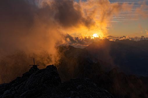 Alto Adige - Italy「Italy, Veneto, Dolomites, Alta Via Bepi Zac, Sunset on Costabella summit」:スマホ壁紙(8)