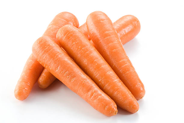 Stack of fresh clean carrots isolated on white background:スマホ壁紙(壁紙.com)