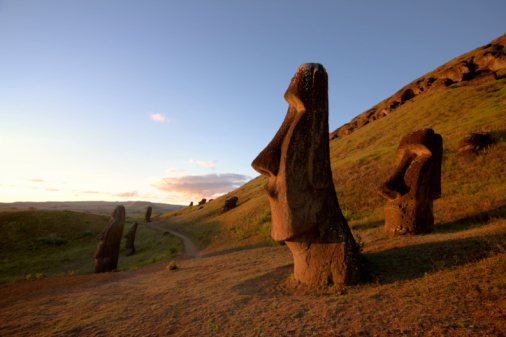 Ancient Civilization「Chile, Easter Island, Moai statues of Rano Raraku at dusk」:スマホ壁紙(13)