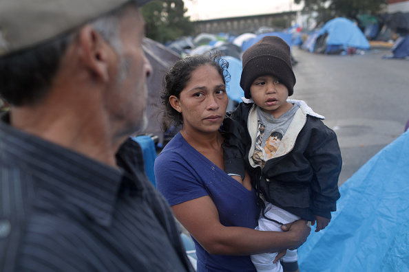 Refugee「Immigrant Caravan Members Continue To Gather At U.S.-Mexico Border」:写真・画像(14)[壁紙.com]
