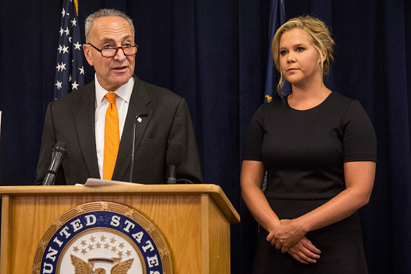 Comedian「Sen. Chuck Schumer And Amy Schumer Hold Joint Press Conf. On Combating Gun Violence」:写真・画像(15)[壁紙.com]