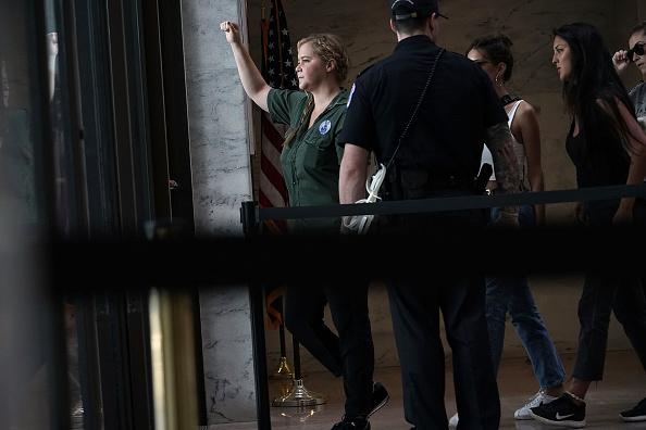 Amy Schumer「Activists Rally Against Brett Kavanaugh Nomination In Washington DC」:写真・画像(11)[壁紙.com]