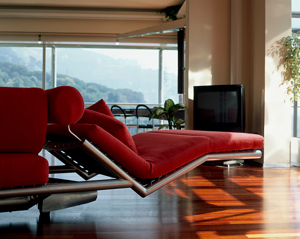 Chaise Longue「View of a comfortable daybed in a living room」:写真・画像(1)[壁紙.com]
