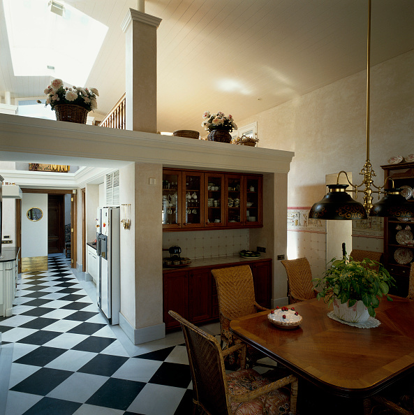 Tile「View of a checkered hallway from a dining room」:写真・画像(6)[壁紙.com]