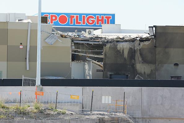 オーストラリア「Plane Crashes Near Melbourne Shopping Centre」:写真・画像(11)[壁紙.com]