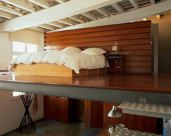 Comfortable「View of a cozy bed in an eclectic bedroom.」:写真・画像(11)[壁紙.com]
