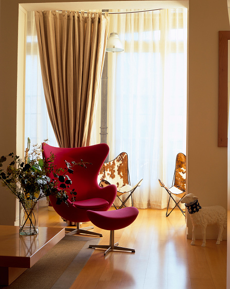 Curtain「View of a comfortable armchair in a living room」:写真・画像(14)[壁紙.com]