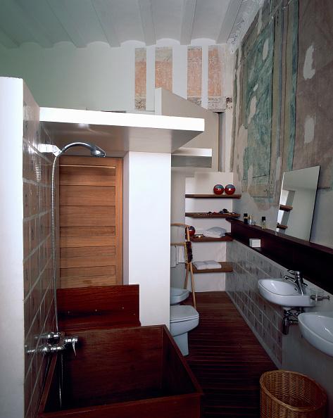 Bathroom「View of a clean washroom」:写真・画像(17)[壁紙.com]